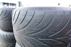 What is the difference between Dry Tyres and Wet Tyres?